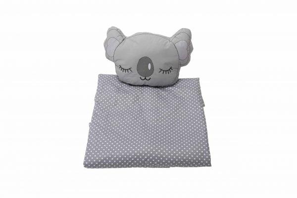 Set păturică 100×110 cm brodată + pernă Urs Koala