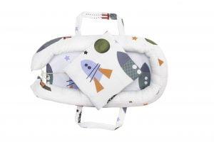 Set Baby Nest Somnart Cosulet bebelusi + Salteluta 42x84x2cm + Paturica 70x70cm, model Rachete