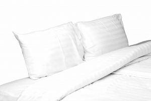 Set lenjerie de pat alba pentru 2 persoane XXL, Bumbac Damasc 100%, 4 piese, Cearceaf pat 220×260, Cearceaf pilota 220×200, Fete de perne 50×70 x 2